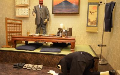 飲み会中に上司に怒られ土下座させられる人をイメージした番組セット