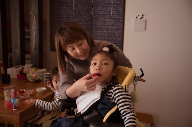 和田さんが病気の子がいる家庭の日常を撮った1枚。自宅を訪れ、ふだんの生活を撮らせてもらった
