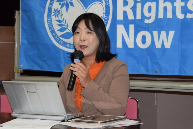2月5日に国際人権NGO「ヒューマンライツ・ナウ」が開いたAV強要問題に関するシンポジウムで、発言する伊藤和子事務局長。現行法で対処する難しさが報告され、立法措置を求めた=文京区、高野真吾撮影
