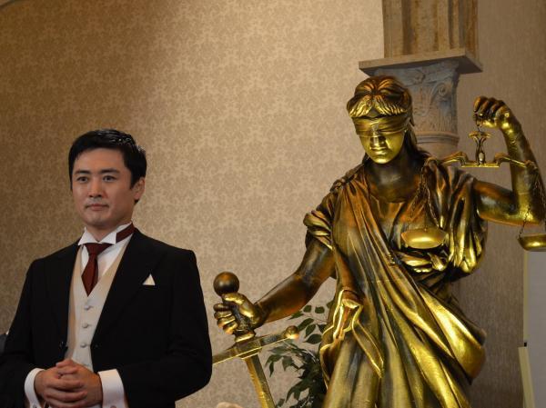 劇団ひとりさん(左)