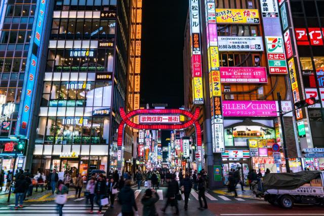 男性は女性をスカウトするため東京・新宿に足を運んだ ※写真と記事は直接、関係ありません
