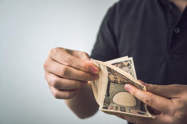 男性はスカウト業で同世代の平均月収の何倍も稼いだ ※写真と記事は直接、関係ありません