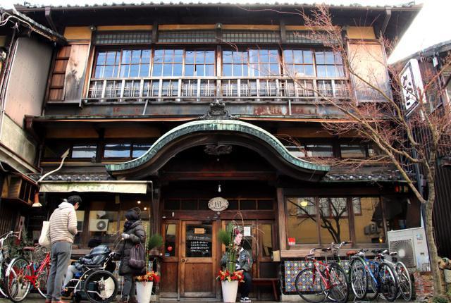 銭湯だった建物を使う、カフェ「さらさ西陣」=昨年12月、京都市北区