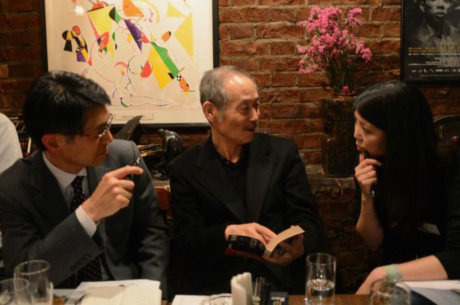 (左から)早川書房の千田宏之さん、原尞さん、正能茉優さんが、作品にまつわるトークを展開