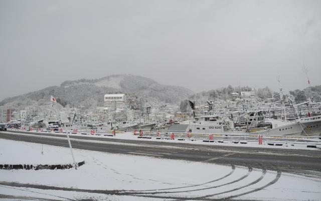 2014年1月2日、雪に覆われた気仙沼市街地に面した内湾の風景。この風景を見て、帰郷を決めた
