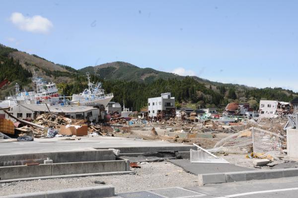 【6】2011年5月3日、中居さんが高校の通学路を歩いて撮影した写真=気仙沼市鹿折