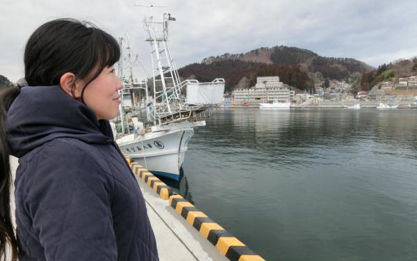 【8】2018年2月14日、中居さんは2014年のお正月に帰郷を決断した場所を案内してくれた=気仙沼市港町