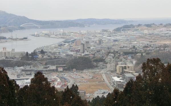 【9】2018年2月24日、震災7年を前に安波山駐車場から市街地を眺めてみた=気仙沼市福美町