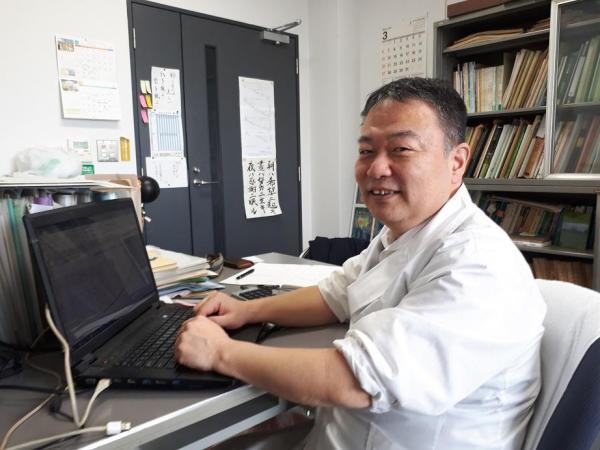 開花予想に使う計算式を生み出した一人、大阪府立大学の青野靖之准教授