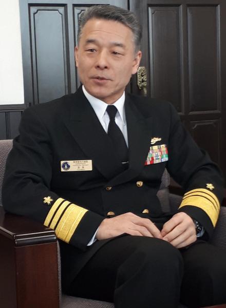 増強される潜水艦を操る人材の育成が急務だと語る海上自衛隊・横須賀地方総監の道満誠一海将(当時)。前任は潜水艦隊司令官だった=3月14日、神奈川県横須賀市の同総監部