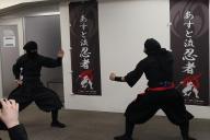 通訳・翻訳会社の「テンナインコミュニケーション」が主催した忍者教室の実演シーン