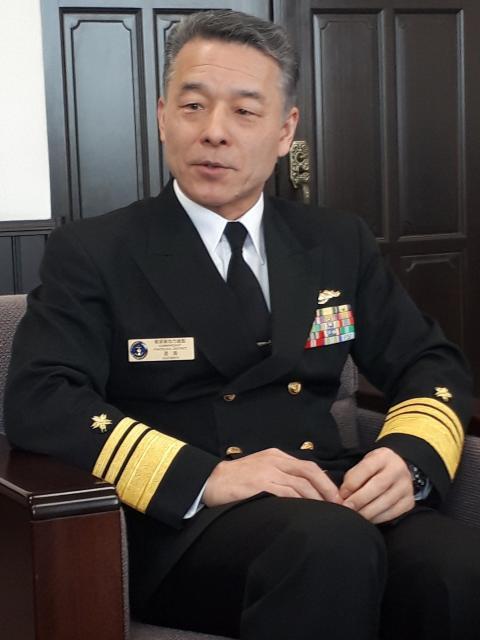 増強される潜水艦を操る人材の育成が急務だと語る、海上自衛隊・横須賀地方総監の道満誠一海将。前任は潜水艦隊司令官だった=3月14日、神奈川県横須賀市の同総監部