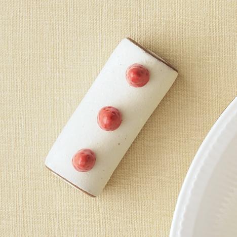 箸置きは全7種類。こちらは「苺のチョコバナナロール」