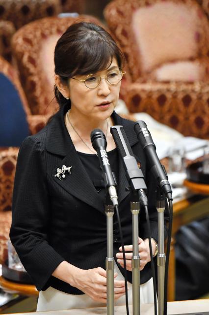 昨年7月に国会で答弁する稲田朋美防衛相(当時)