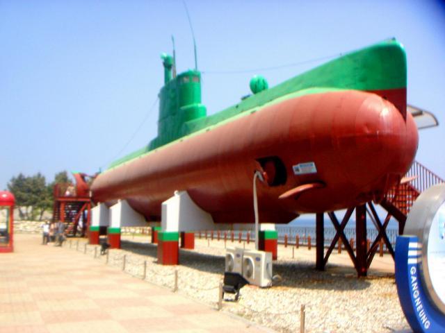 江陵市の統一公園に展示されている北朝鮮の潜水艦。1996年に韓国領内に侵入して座礁した
