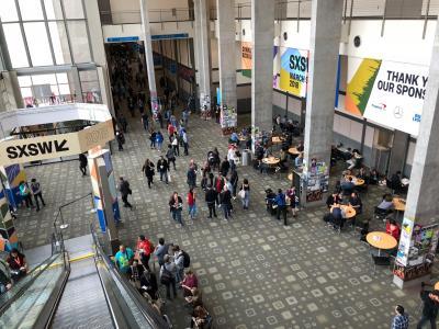 SXSWの主要会場の一つ、オースティンコンベンションセンターの風景=米テキサス州オースティン