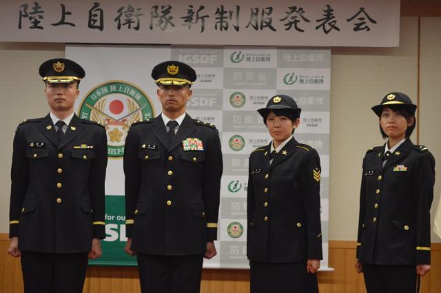 陸上自衛隊の新制服の冬服
