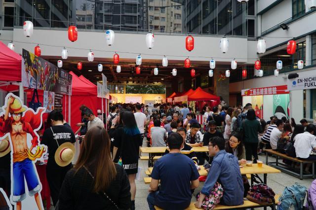 香港中心部で開かれた福島県のイベント。浴衣を着た地元の若者の姿もあった=香港、西山明宏撮影