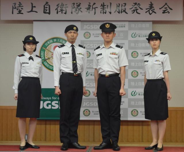 陸上自衛隊の新制服の夏服