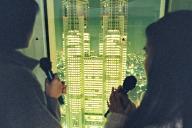 夜景が広がるホテルの最上階にあるカラオケルーム=1994年11月29日