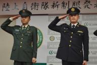 陸上自衛隊の3月末からの紫紺の新制服(右)と、これまでの濃緑の制服(左)=3月22日、東京・市谷の防衛省。藤田直央撮影