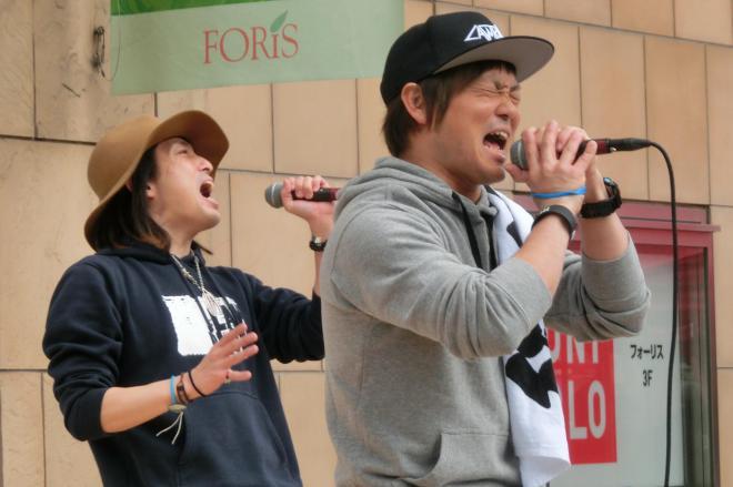 LAWBLOWの魂の叫び。菅原盾さん(左)と里見和哉さん(右)=2018年3月11日、東京都府中市