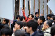 東京大学で発表された合格者の番号=2018年3月10日