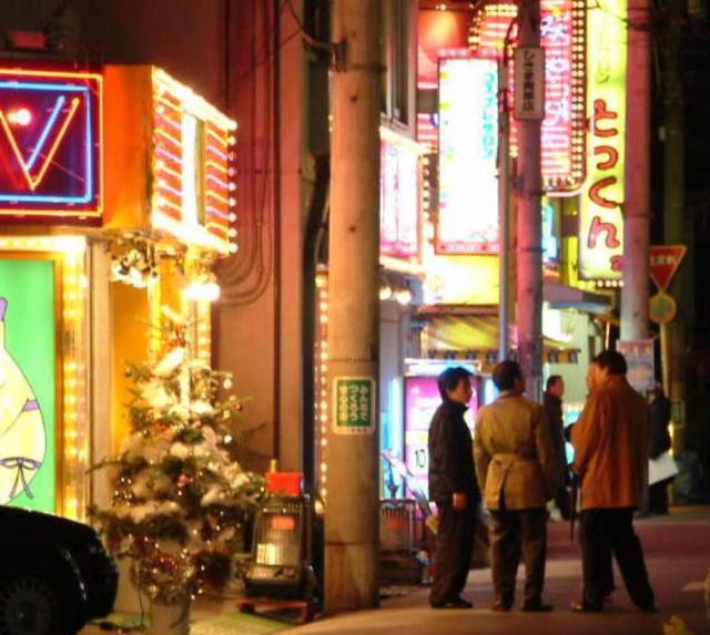 風俗店が集中していた2003年当時の西川口。こうした街のイメージは外国人にはない