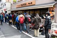 こちらは昨年3月25日の行列の様子=大阪府高槻市のやよい軒高槻店