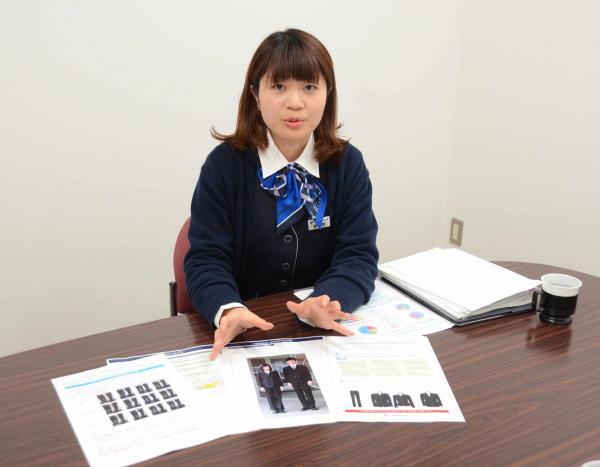 男女差の少ない制服をデザインしているトンボの奥野あゆみさん=岡山市北区厚生町