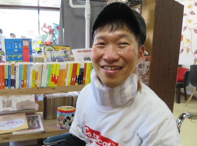 作業所で働く成宮正夫さん
