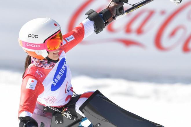 平昌パラリンピック大回転女子座位2本目の滑走を終えてトップとなり、喜ぶ村岡桃佳選手