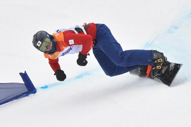 バンクドスラローム男子下肢障害の1本目で滑走する成田緑夢選手