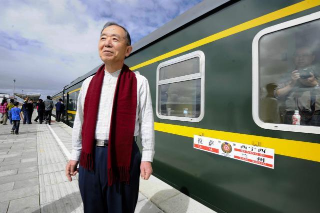2011年に丹羽宇一郎駐中国大使(当時)がチベット自治区を訪問。「緑皮車」はとりわけローカル線でよく見かける