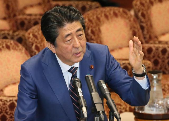参院予算委員会で答弁する安倍晋三首相=3月26日