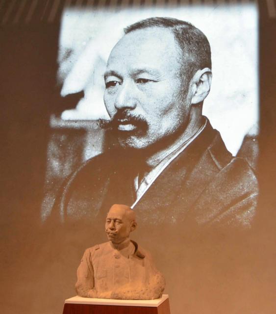文京区立森鷗外記念館では鷗外の胸像が出迎える=2012年10月24日