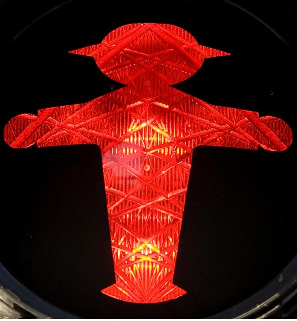 アンペルマンの赤信号。思い切り両手を広げている