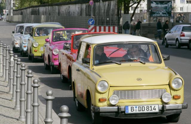 ベルリンを走るトラバント=2007年4月24日