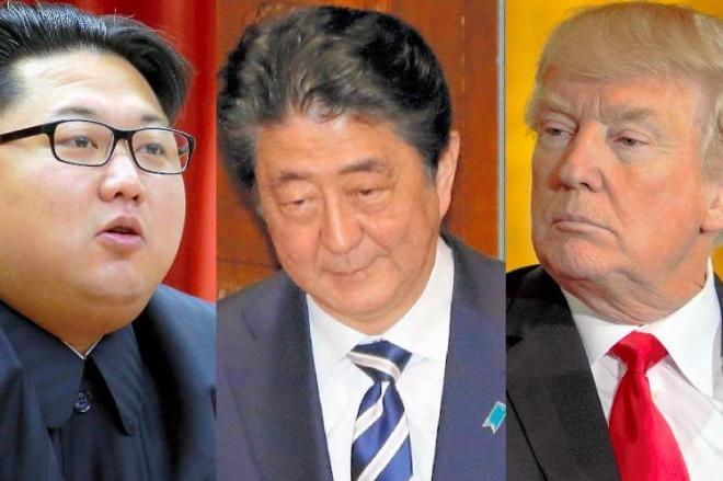 5月に予定される米朝首脳会談で相まみえる、トランプ大統領(右、2018年3月)と金正恩・朝鮮労働党委員長(左、2015年12月)。動き出した対北朝鮮外交に安倍晋三首相(中央、2018年3月)も対応を迫られている。