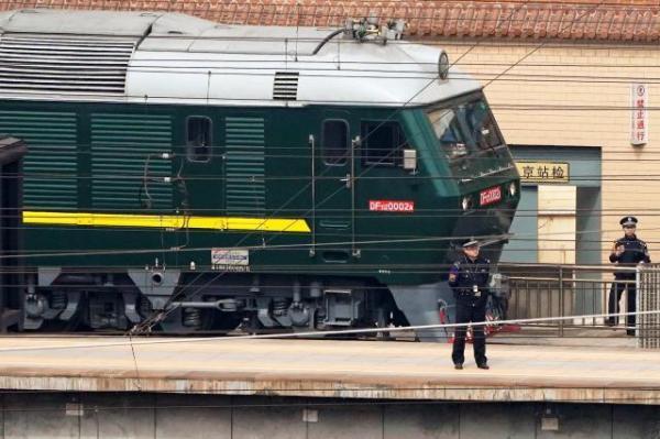 北京駅にやって来た特別列車=ロイター