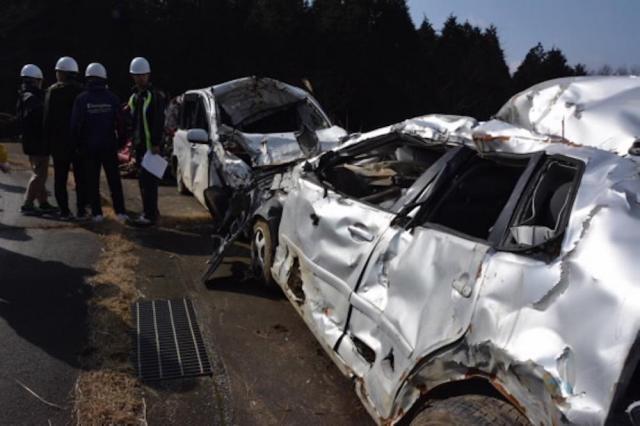 南阿蘇村。地震によって引き起こされた土砂崩れに巻き込まれた車。今も回収されずに残っている