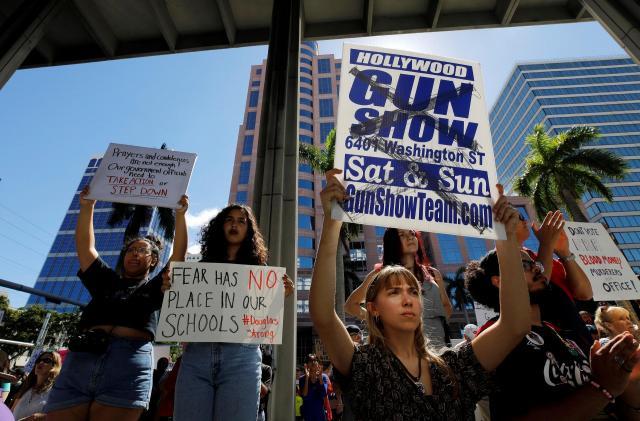 事件の3日後にあった、銃規制を求めるデモ=2018年2月17日