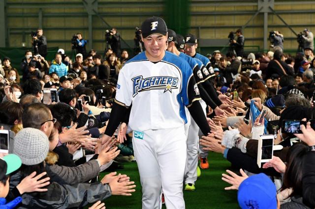 ファンとの交流会に臨む日本ハムの清宮選手