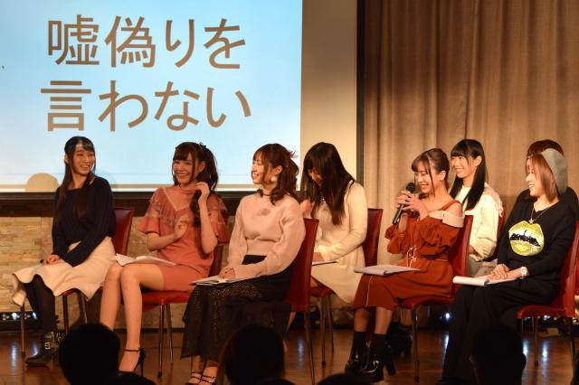 JPG発足イベントでは「噓(うそ)偽りを言わない」など会員プロダクションが守るべきルールがAV女優たちによるコント形式で紹介された=2018年2月、東京・渋谷、高野真吾撮影