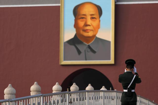 北京・天安門に掲げられた毛沢東の肖像画=2017年10月20日