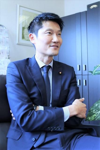 2020年オリンピック・パラリンピック東京大会実施本部事務局次長を務める
