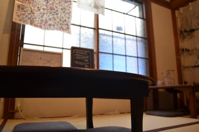 ブックカフェにあるちゃぶ台は、どこか懐かしくて、優しい雰囲気です