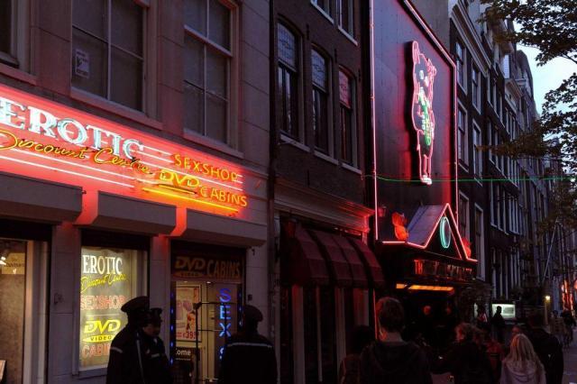 オランダ・アムステルダムの売春宿。2000年から合法化されている。写真は2008年撮影