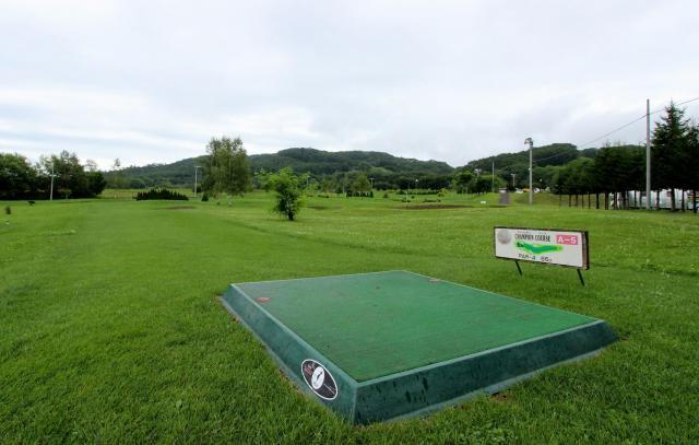 無料のパークゴルフ場はナイターも完備