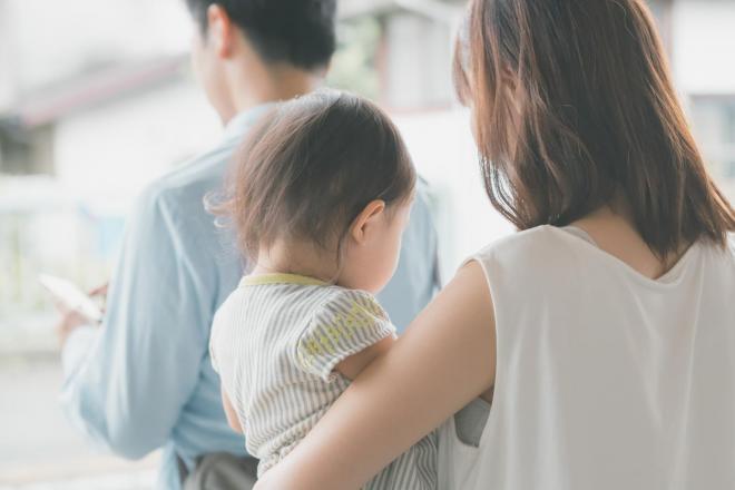 自分のキャリア、息子の教育環境、家族のつながり……夫の2度目の転勤に女性は悩む(写真はPIXTAから)